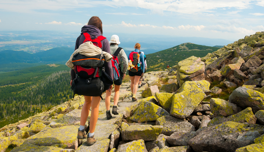 Tips Safe Mountain Trips: Inform others about the trip