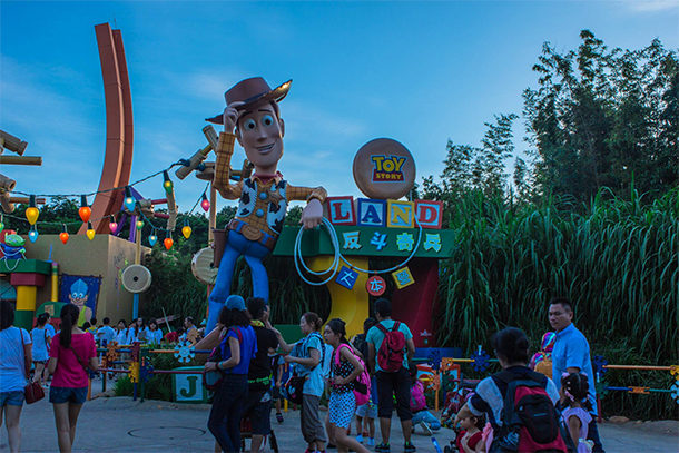 Reason to Visit Theme Parks: The Ambience