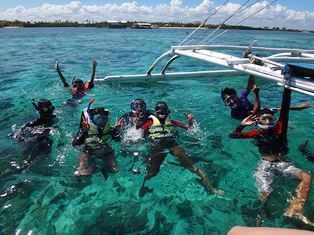 Island Hopping Mactan Cebu: Love Swimming