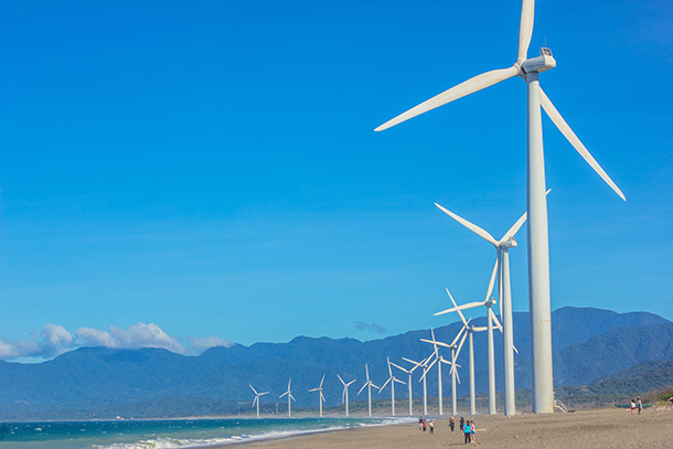 Ilocos Tour Photos: Bangui Windmills at the Beach