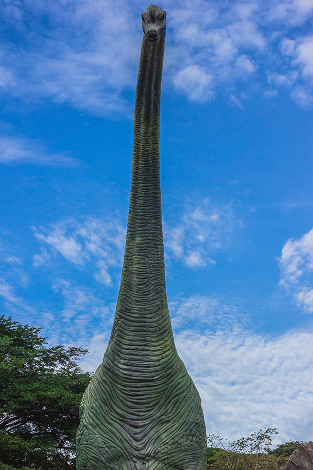 Ilocos Tour Photos: Dinosaur Statue at the Baluarte Zoo