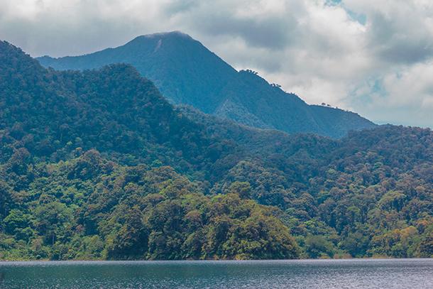 Twin Crater Lakes: Lake Balinsasayao View