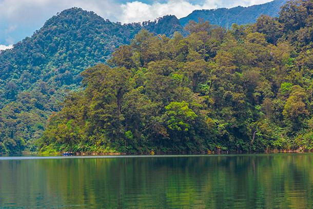 Twin Crater Lakes: Lake Balinsasayao