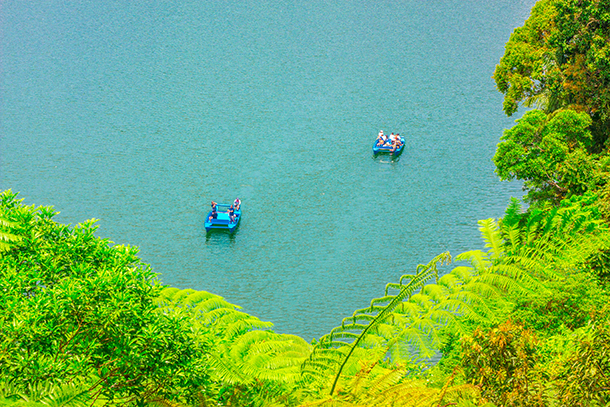 Twin Crater Lakes: Boats at the Lake Balinsasayao