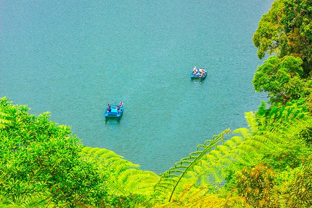Twin Crater Lakes: Boats at the Lake Balinsasayao