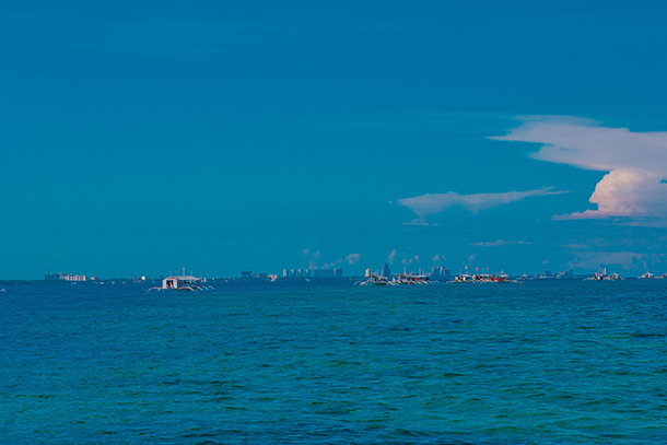 Bohol Island Hopping: Boats Approaching Gilutongan Island