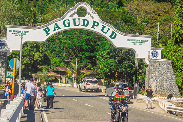 Ilocos Tour: Pagudpud Welcome Arch