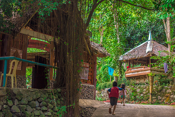 Negros Oriental Photos: Entrance Going to the Falls