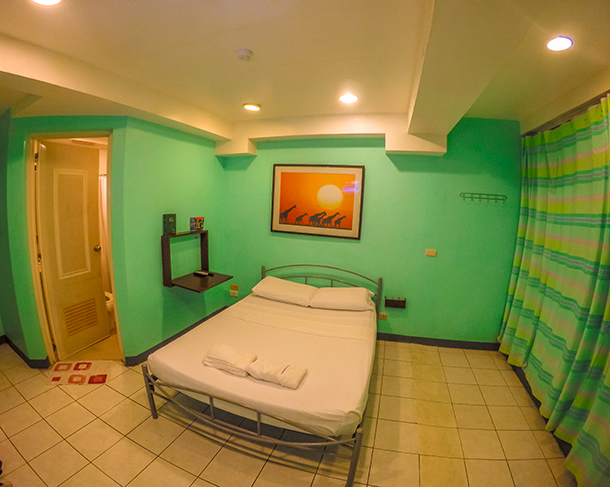 Harolds Mansion Dumaguete: Air-conditioned Double Rooms