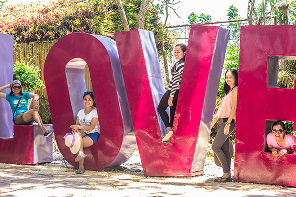 Friends Travel: Makes the bond stronger in Puerto Princesa Bakes Hill