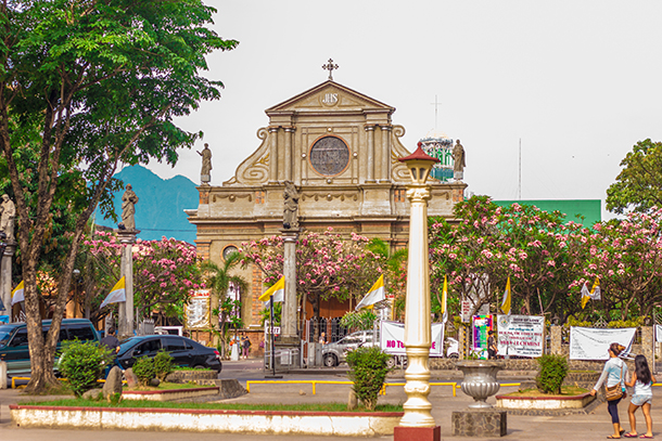 Negros Oriental Photos: Dumaguete Cathedral and Quezon Park