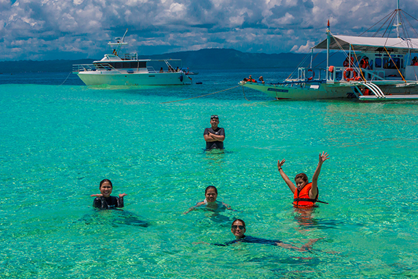 Bohol Island Hopping: Swimming at South Sandbar