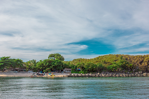 Sambawan Island and Kalanggaman Island Tour: Approaching Sambawan Island