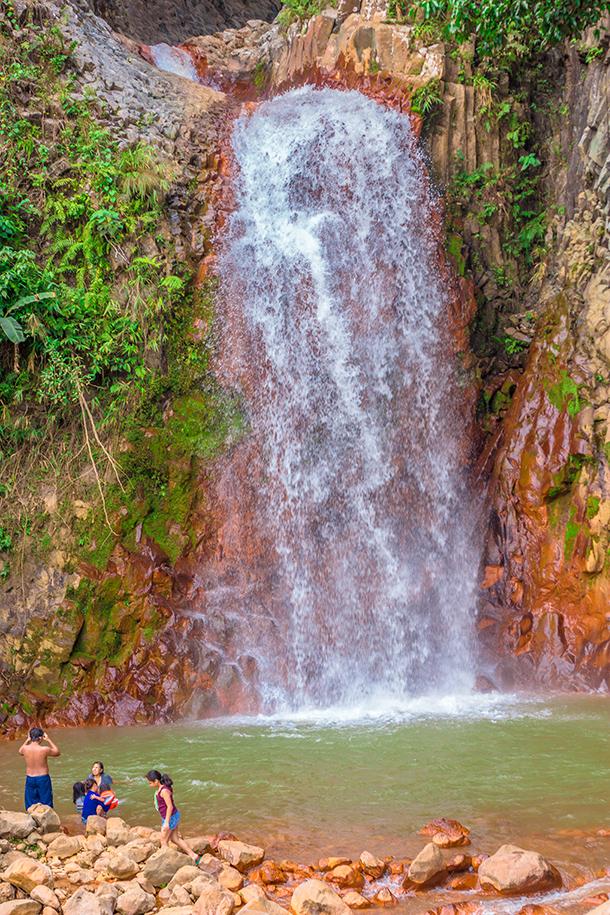 Pulang Bato Falls: Pulang Bato Waterfalls