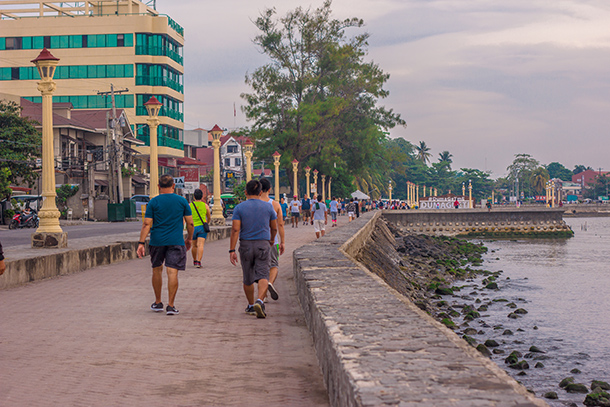 Jogging at Rizal Boulevard